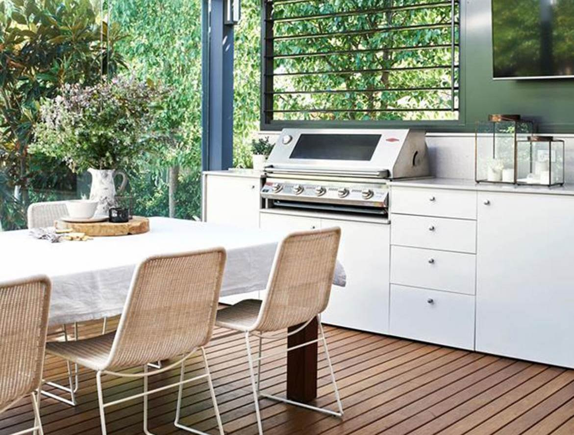 Create the perfect outdoor kitchen for summer entertaining!