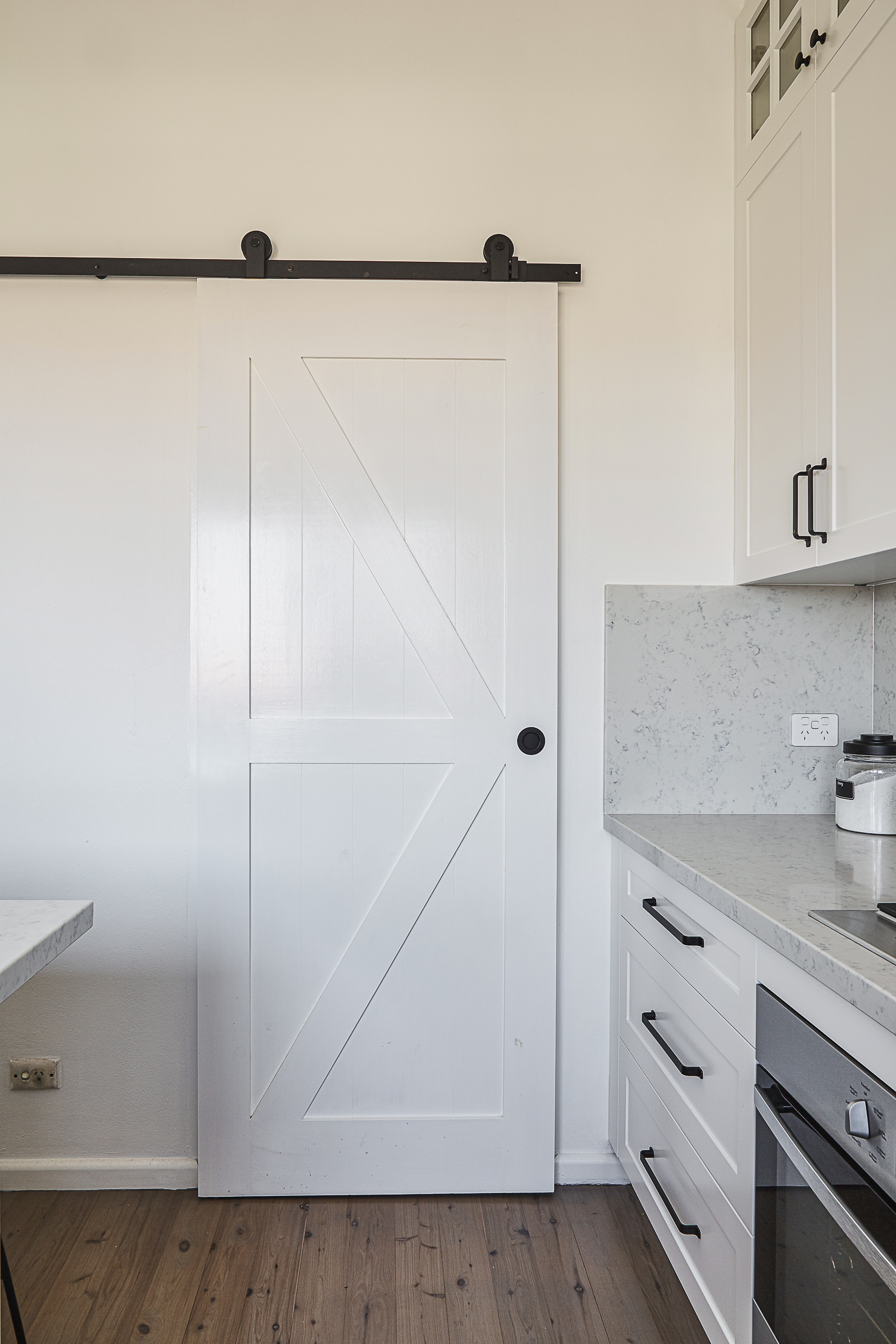 Kitchen butler's barn door